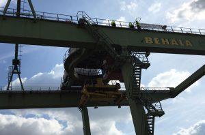 Montage der LED Strahler Granat im Berliner Westhafen bei BEHALA.